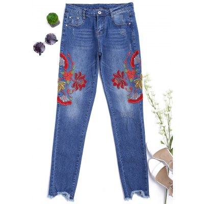 Floral Embroidered Cutoffs Narrow Feet Jeans