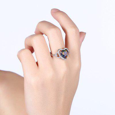 Sparkly Faux Gemstone Heart Finger RingRings<br>Sparkly Faux Gemstone Heart Finger Ring<br><br>Gender: For Women<br>Material: Rhinestone<br>Metal Type: Alloy<br>Package Contents: 1 x Ring<br>Shape/Pattern: Heart<br>Style: Noble and Elegant<br>Weight: 0.0300kg