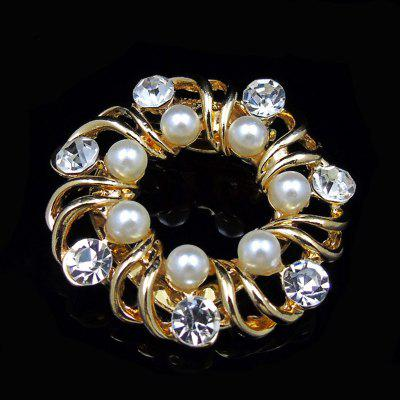 Faux Pearl Rhinestoned Floral BroochBrooches<br>Faux Pearl Rhinestoned Floral Brooch<br><br>Brooch Type: Brooch<br>Gender: For Women<br>Length: 4CM<br>Package Contents: 1 x Brooch<br>Shape/Pattern: Floral<br>Style: Trendy<br>Weight: 0.0143kg