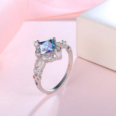 Sparkly Rhinestone Geometric Finger RingRings<br>Sparkly Rhinestone Geometric Finger Ring<br><br>Gender: For Women<br>Material: Rhinestone<br>Metal Type: Alloy<br>Package Contents: 1 x Ring<br>Shape/Pattern: Geometric<br>Style: Noble and Elegant<br>Weight: 0.0024kg