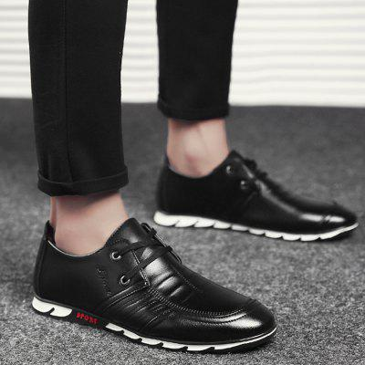 Classic PU Leather Causal ShoesMen's Oxford<br>Classic PU Leather Causal Shoes<br><br>Closure Type: Lace-Up<br>Feature: Breathable<br>Gender: For Men<br>Outsole Material: Rubber<br>Package Contents: 1 x Casual Shoes (Pair)<br>Pattern Type: Others<br>Season: Spring/Fall<br>Shoe Width: Medium(B/M)<br>Upper Material: PU<br>Weight: 1.1400kg