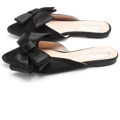 Satin Bowknot Flat Heel Mules ShoesSlippers &amp; Flip-Flops<br>Satin Bowknot Flat Heel Mules Shoes<br><br>Gender: For Women<br>Heel Type: Flat Heel<br>Package Contents: 1 x Mules Shoes (pair)<br>Pattern Type: Bows<br>Season: Spring/Fall, Summer<br>Slipper Type: Outdoor<br>Style: Fashion<br>Upper Material: Satin<br>Weight: 1.1400kg