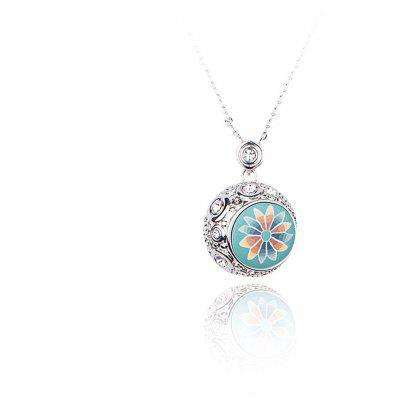 Daisy Pattern Crystal Embellished Women Pendant Necklace