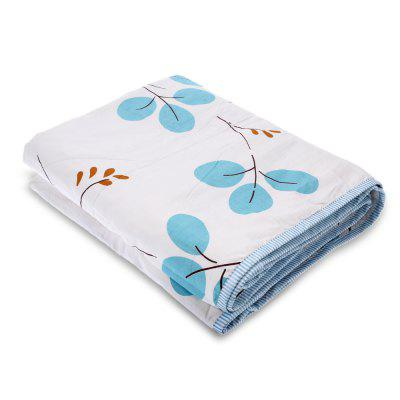 Summer Comfortable Natural Mulberry Silk QuiltBedding<br>Summer Comfortable Natural Mulberry Silk Quilt<br><br>Category: Quilt<br>For: Adults, Kids, Teenagers<br>Material: Cotton<br>Occasion: Bedroom<br>Package Contents: 1 x Mulberry Silk Quilt<br>Package size (L x W x H): 53.00 x 39.00 x 7.50 cm / 20.87 x 15.35 x 2.95 inches<br>Package weight: 1.1450 kg<br>Product size (L x W x H): 200.00 x 150.00 x 3.00 cm / 78.74 x 59.06 x 1.18 inches<br>Product weight: 1.0000 kg