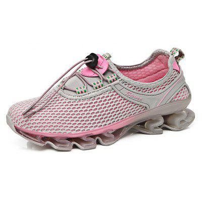 Mesh Outdoor Running / Climbing Shoes for WomenWomens Sneakers<br>Mesh Outdoor Running / Climbing Shoes for Women<br><br>Closure Type: Lace-Up<br>Contents: 1 x Pair of Shoes<br>Materials: Mesh, TPU<br>Occasion: Riding, Running<br>Package Size ( L x W x H ): 30.00 x 17.00 x 12.00 cm / 11.81 x 6.69 x 4.72 inches<br>Seasons: Autumn,Spring,Summer<br>Style: Comfortable, Casual<br>Type: Hiking Shoes