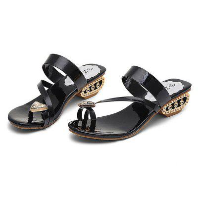 Stylish Rhinestone Women SlippersWomens Sandals<br>Stylish Rhinestone Women Slippers<br><br>Contents: 1 x Pair of Slippers<br>Materials: PU, TPR<br>Outsole Material: TPR<br>Package Size ( L x W x H ): 25.00 x 18.00 x 11.00 cm / 9.84 x 7.09 x 4.33 inches<br>Package Weights: 0.58 kg<br>Pattern Type: Solid<br>Seasons: Summer<br>Style: Fashion, Comfortable, Casual<br>Toe Shape: Round Toe<br>Type: Slippers<br>Upper Material: PU