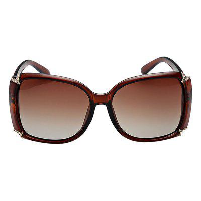 Diamond Embedded Classical Sunglasses for WomenStylish Sunglasses<br>Diamond Embedded Classical Sunglasses for Women<br><br>Frame material: Plastic<br>Functions: UV Protection, Windproof, Dustproof, Fashion<br>Gender: For Women<br>Lens material: PC<br>Package Contents: 1 x Sunglasses<br>Package size (L x W x H): 17.00 x 8.00 x 6.00 cm / 6.69 x 3.15 x 2.36 inches<br>Package weight: 0.0600 kg<br>Product weight: 0.0332 kg