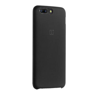 Original OnePlus 5 Matte Frosted Phone Case Silicone CoverCases &amp; Leather<br>Original OnePlus 5 Matte Frosted Phone Case Silicone Cover<br><br>Brand: ONEPLUS<br>Compatible Model: OnePlus 5<br>Features: Anti-knock, Back Cover<br>Material: Silicone<br>Package Contents: 1 x Phone Case<br>Package size (L x W x H): 19.00 x 9.40 x 2.00 cm / 7.48 x 3.7 x 0.79 inches<br>Package weight: 0.0340 kg<br>Product Size(L x W x H): 15.40 x 7.60 x 0.75 cm / 6.06 x 2.99 x 0.3 inches<br>Product weight: 0.0140 kg<br>Style: Cool, Solid Color, Modern