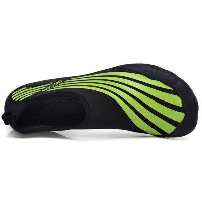 Men Trendy Quick Drying Barefoot Water Skin ShoesFlats &amp; Loafers<br>Men Trendy Quick Drying Barefoot Water Skin Shoes<br><br>Closure Type: Slip-On<br>Contents: 1 x Pair of Shoes<br>Function: Slip Resistant<br>Materials: Fabric, Rubber<br>Occasion: Casual, Daily, Shopping, Beach, Tea Party, Sports<br>Outsole Material: Rubber<br>Package Size ( L x W x H ): 28.00 x 16.00 x 5.00 cm / 11.02 x 6.3 x 1.97 inches<br>Package weight: 0.7100 kg<br>Pattern Type: Stripe<br>Product weight: 0.5600 kg<br>Seasons: Autumn,Spring,Summer<br>Style: Fashion, Comfortable, Casual<br>Toe Shape: Round Toe<br>Type: Flat Shoes