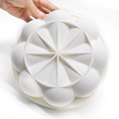 Silicone Pastry Baking Mold Pan of ChrysanthemumBaking &amp; Pastry Tools<br>Silicone Pastry Baking Mold Pan of Chrysanthemum<br><br> Product weight: 0.1390 kg<br>Available Color: White<br>Material: Silicone<br>Package Contents: 1 x Mold<br>Package size (L x W x H): 23.00 x 23.00 x 8.00 cm / 9.06 x 9.06 x 3.15 inches<br>Package weight: 0.1990 kg<br>Product size (L x W x H): 19.40 x 19.40 x 4.70 cm / 7.64 x 7.64 x 1.85 inches<br>Type: Bakeware, Cookware