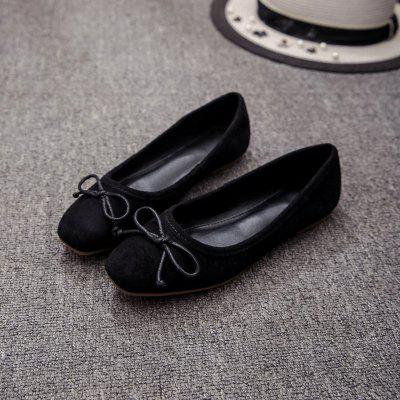 The New Flat Comfortable Small Bow ShoesWomens Flats<br>The New Flat Comfortable Small Bow Shoes<br><br>Available Size: 35 36 37 38 39 40<br>Closure Type: Slip-On<br>Embellishment: Bow<br>Flat Type: Ballet Flats<br>Gender: For Women<br>Occasion: Casual<br>Package Contents: 1X Shoes(Pair)<br>Package size (L x W x H): 32.00 x 20.00 x 10.00 cm / 12.6 x 7.87 x 3.94 inches<br>Package weight: 1.0000 kg<br>Pattern Type: Solid<br>Season: Spring/Fall<br>Toe Shape: Square Toe<br>Toe Style: Closed Toe<br>Upper Material: Microfiber