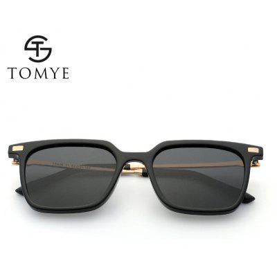 TOMYE 9926 2017 New PC Metal Square Fashion Polarized Sunglasses for Men and WomenMens Sunglasses<br>TOMYE 9926 2017 New PC Metal Square Fashion Polarized Sunglasses for Men and Women<br><br>Frame Length: 146mm<br>Frame material: Copper<br>Gender: Unisex<br>Group: Adult<br>Lens height: 48mm<br>Lens material: Resin<br>Lens width: 52mm<br>Nose: 20mm<br>Package Contents: 1 x TOMYE 9926 Polarized sunglasses, 1 x Glasses Case, 1 x Glasses Cloth<br>Package size (L x W x H): 18.00 x 7.00 x 6.00 cm / 7.09 x 2.76 x 2.36 inches<br>Package weight: 0.0200 kg<br>Style: Square<br>Temple Length: 142