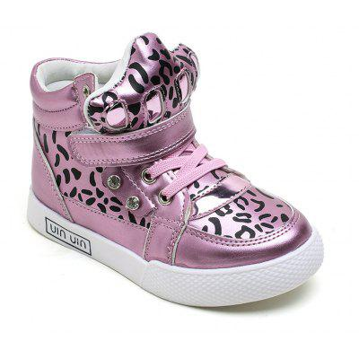 The Child in The Boys and Girls in Fashion Sexy Leopard Boots Leather Strap Flat Casual Shoes