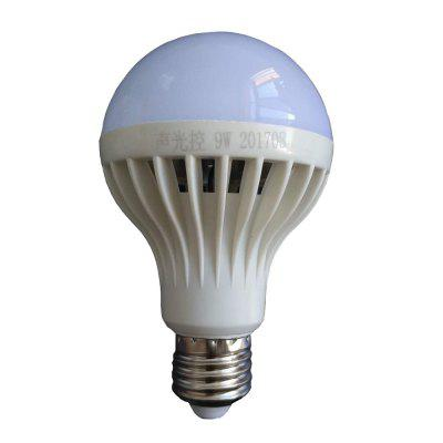 Gearbest 9W E27 White LED Smart Bulbs Sensor Lamp 486 lm Voice Control Sound-Activated Decorative Light Control AC 220V