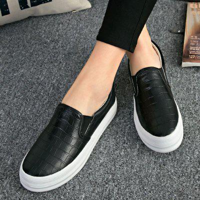 Female Round Top Skate loafers Flat ShoesWomens Casual Shoes<br>Female Round Top Skate loafers Flat Shoes<br><br>Available Size: 35 36 37 38 39 40<br>Closure Type: Slip-On<br>Embellishment: None<br>Gender: For Women<br>Insole Material: PU<br>Lining Material: Cotton Fabric<br>Occasion: Casual<br>Outsole Material: Plastic<br>Package Contents: 1  x Shoes(pair)<br>Pattern Type: Plaid<br>Season: Spring/Fall<br>Shoe Width: Medium(B/M)<br>Toe Shape: Round Toe<br>Toe Style: Closed Toe<br>Upper Material: PU<br>Weight: 1.1340kg