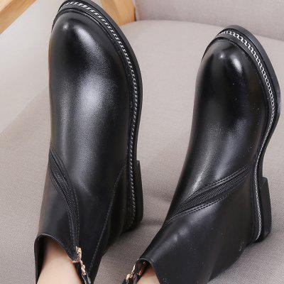 New All-Match Retro Martin Short Boots Female BootsWomens Boots<br>New All-Match Retro Martin Short Boots Female Boots<br><br>Boot Height: Ankle<br>Boot Type: Riding/Equestrian<br>Closure Type: Zip<br>Gender: For Women<br>Heel Type: Flat Heel<br>Package Contents: 1 x Shoes?pair?<br>Pattern Type: Others<br>Season: Winter<br>Toe Shape: Round Toe<br>Upper Material: Leather<br>Weight: 1.2000kg