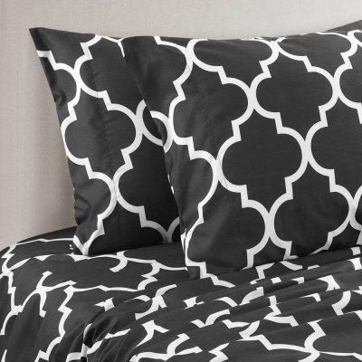 Home Textile Printed  Bedding Set Hot StyleBedding Sets<br>Home Textile Printed  Bedding Set Hot Style<br><br>Backing Material: Polyester<br>Crafts: Print,Reactive Print,Quilted<br>Material: Polyester<br>Package Contents: 1x Bedding Set<br>Package size (L x W x H): 29.00 x 22.00 x 9.00 cm / 11.42 x 8.66 x 3.54 inches<br>Package weight: 1.3800 kg<br>Patterns: Print<br>Reversible: No<br>Style: Fashion, Luxury, Retro<br>Thread Count: 400TC<br>Weave Type: Plain