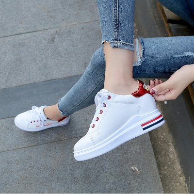 Fashion Warm and Leisure ShoesWomens Casual Shoes<br>Fashion Warm and Leisure Shoes<br><br>Available Size: 35.36.37.38.39.40<br>Closure Type: Lace-Up<br>Embellishment: Letter<br>Gender: For Women<br>Outsole Material: Rubber<br>Package Contents: 1 x shoes (pair)<br>Pattern Type: Letter<br>Season: Winter<br>Toe Shape: Round Toe<br>Toe Style: Closed Toe<br>Upper Material: PU<br>Weight: 1.0800kg