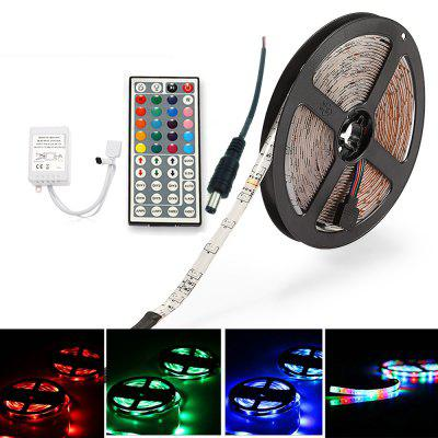 ZDM 5M 24W RGB SMD2835 Impermeabile LED Light Strip 24 / 44Key Kit controller IR con connettore maschio CC