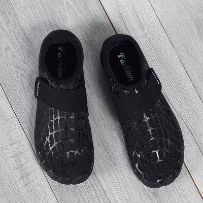 Outdoor Breathable Striped Skin ShoesCasual Shoes<br>Outdoor Breathable Striped Skin Shoes<br><br>Available Size: 35,36,37,38,39,40,41,42,43,44,45<br>Closure Type: Slip-On<br>Feature: Breathable<br>Gender: Unisex<br>Insole Material: PU<br>Lining Material: Cotton Fabric<br>Outsole Material: Rubber<br>Package Contents: 1xShoes(pair)<br>Package Size(L x W x H): 30.00 x 12.00 x 3.00 cm / 11.81 x 4.72 x 1.18 inches<br>Package weight: 0.3000 kg<br>Pattern Type: Print<br>Season: Spring/Fall<br>Shoe Width: Medium(B/M)<br>Upper Material: Microfiber