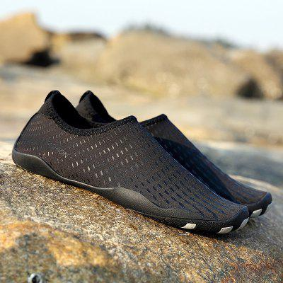Outdoor Striped Breathable Skin ShoesCasual Shoes<br>Outdoor Striped Breathable Skin Shoes<br><br>Available Size: 35,36,37,38,39,40,41,42,43,44,45<br>Closure Type: Slip-On<br>Feature: Breathable<br>Gender: Unisex<br>Insole Material: PU<br>Lining Material: Cotton Fabric<br>Outsole Material: Rubber<br>Package Contents: 1xShoes(pair)<br>Package Size(L x W x H): 30.00 x 12.00 x 3.00 cm / 11.81 x 4.72 x 1.18 inches<br>Package weight: 0.3500 kg<br>Pattern Type: Print<br>Season: Spring/Fall<br>Shoe Width: Medium(B/M)<br>Upper Material: Microfiber