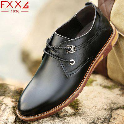 Cowhide Leather Casual ShoesMen's Oxford<br>Cowhide Leather Casual Shoes<br><br>Available Size: 38?39?40?41?42?43?44<br>Closure Type: Lace-Up<br>Embellishment: Metal<br>Gender: For Men<br>Outsole Material: Rubber<br>Package Contents: 1xshoes(pair)<br>Pattern Type: Solid<br>Season: Summer, Winter, Spring/Fall<br>Toe Shape: Round Toe<br>Toe Style: Closed Toe<br>Upper Material: Cow Split<br>Weight: 1.5600kg