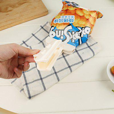 Household Food Bag Sealing ClipstrengthHome Gadgets<br>Household Food Bag Sealing Clipstrength<br><br>Materials: PP<br>Package Contents: 2 x Food Bag Sealing<br>Package Size(L x W x H): 19.00 x 13.00 x 3.00 cm / 7.48 x 5.12 x 1.18 inches<br>Package weight: 0.0700 kg<br>Product Size(L x W x H): 10.00 x 2.00 x 5.00 cm / 3.94 x 0.79 x 1.97 inches