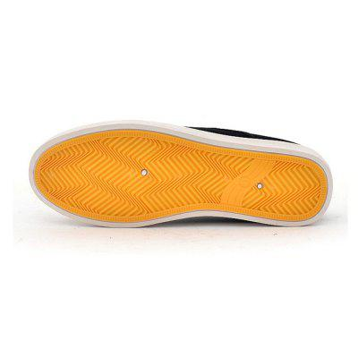 Men a Pedal Lazy Casual Breathable Canvas ShoesFlats &amp; Loafers<br>Men a Pedal Lazy Casual Breathable Canvas Shoes<br><br>Available Size: 39- 44<br>Closure Type: Slip-On<br>Embellishment: None<br>Gender: For Men<br>Outsole Material: Rubber<br>Package Contents: 1 x Canvas Shoes (pair)<br>Pattern Type: Solid<br>Season: Summer, Spring/Fall<br>Toe Shape: Round Toe<br>Toe Style: Closed Toe<br>Upper Material: Canvas<br>Weight: 0.7500kg