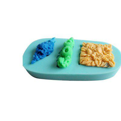Three-dimensional Silica Gel Cake MoldCake Molds<br>Three-dimensional Silica Gel Cake Mold<br><br>Material: Silicone<br>Package Contents: 1 x Mould<br>Package size (L x W x H): 12.00 x 6.00 x 1.30 cm / 4.72 x 2.36 x 0.51 inches<br>Package weight: 0.1000 kg<br>Product size (L x W x H): 11.30 x 5.50 x 1.30 cm / 4.45 x 2.17 x 0.51 inches<br>Product weight: 0.0950 kg<br>Type: Bakeware