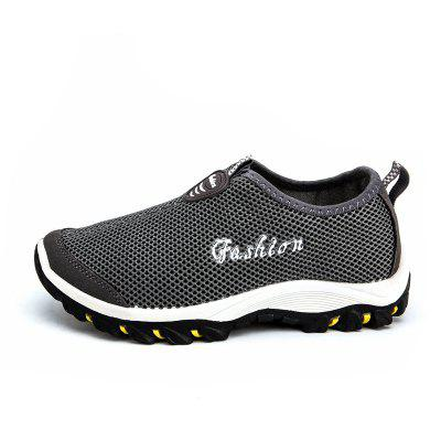 New Light Breathable Mens Jogging ShoesCasual Shoes<br>New Light Breathable Mens Jogging Shoes<br><br>Available Size: 40,41,42,43,44<br>Closure Type: Slip-On<br>Feature: Breathable<br>Gender: For Men<br>Outsole Material: Rubber<br>Package Contents: 1xShoes(pair)<br>Package Size(L x W x H): 32.00 x 22.00 x 12.00 cm / 12.6 x 8.66 x 4.72 inches<br>Package weight: 0.7000 kg<br>Pattern Type: Solid<br>Season: Spring/Fall<br>Upper Material: Cloth