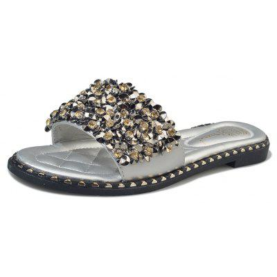 Flat Bottom Water Drill Rivet Toed SlippersSlippers &amp; Flip-Flops<br>Flat Bottom Water Drill Rivet Toed Slippers<br><br>Available Size: 35,36,37,38,39,40<br>Gender: For Women<br>Heel Type: Flat Heel<br>Package Contents: 1xShoes pair<br>Pattern Type: Solid<br>Season: Summer<br>Slipper Type: Outdoor<br>Style: Leisure<br>Upper Material: PU<br>Weight: 0.6240kg