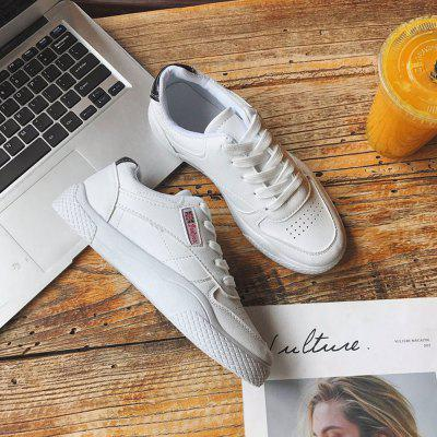 Spring and Autumn New Lightweight Sports ShoesWomens Casual Shoes<br>Spring and Autumn New Lightweight Sports Shoes<br><br>Available Size: 35 36 37 38 39 40<br>Closure Type: Lace-Up<br>Embellishment: Hollow Out<br>Flat Type: T-Strap<br>Gender: For Women<br>Outsole Material: Rubber<br>Package Contents: 1 x Shoes (pair)<br>Pattern Type: Letter<br>Season: Spring/Fall<br>Shoe Width: Medium(B/M)<br>Toe Shape: Round Toe<br>Toe Style: Closed Toe<br>Upper Material: Microfiber<br>Weight: 0.9600kg