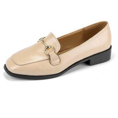 Fashion with Minimalist Classic Shoes