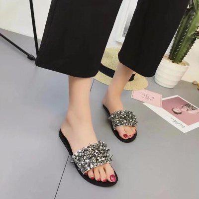 New Flat Fashion Comfortable Diamond Word Cool SlippersSlippers &amp; Flip-Flops<br>New Flat Fashion Comfortable Diamond Word Cool Slippers<br><br>Available Size: 35,36,37,38,39,40,41,42<br>Closure Type: Slip-On<br>Gender: For Women<br>Heel Type: Flat Heel<br>Occasion: Casual<br>Package Content: 1 x Shoes?Pair?<br>Pattern Type: Solid<br>Sandals Style: Slides<br>Style: Concise<br>Upper Material: PU<br>Weight: 0.6720kg