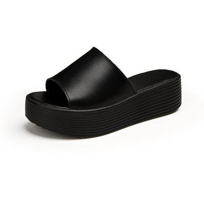 New Ladies' Casual and Beach Shoes