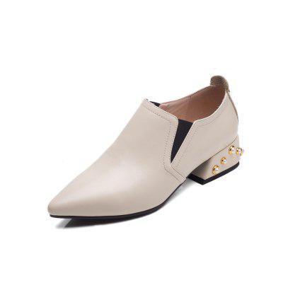 Rivet Covers with Deep Pointed Toes and Women's Shoes