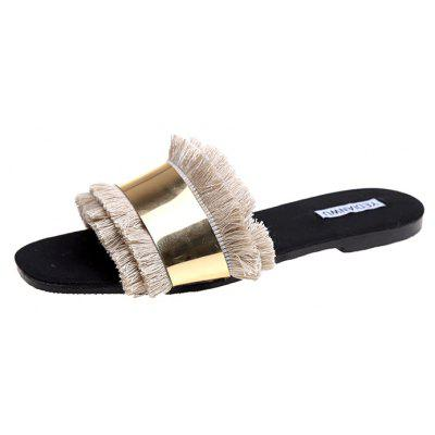 A Flat Bottomed Tassel Fashion Slipper