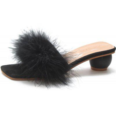 A Pair of Slippers in The Middle of The Toes