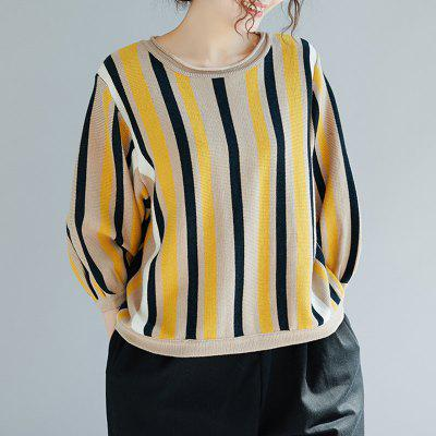 A Round Neck Sweater with Seven-Point Sleeves