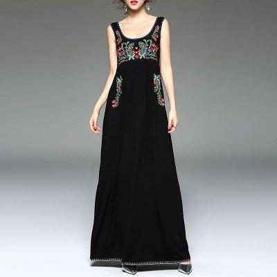 Fashionable Sleeveless Embroidered Dress with Round Collar