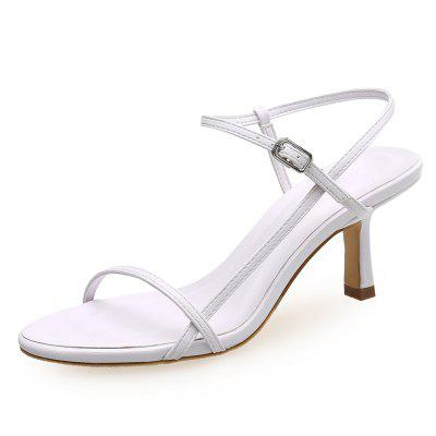 Fine with Simple Low-Heeled Sandals